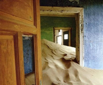 Ghosttown_Oddee_Kolmanskop1