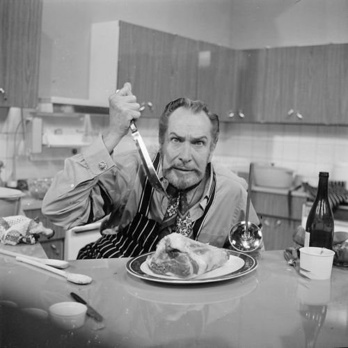 VincentPrice_knife