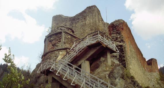 Poenari-castle-AtlasObscura-2