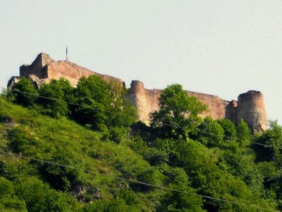 Poenari-castle-AtlasObscura