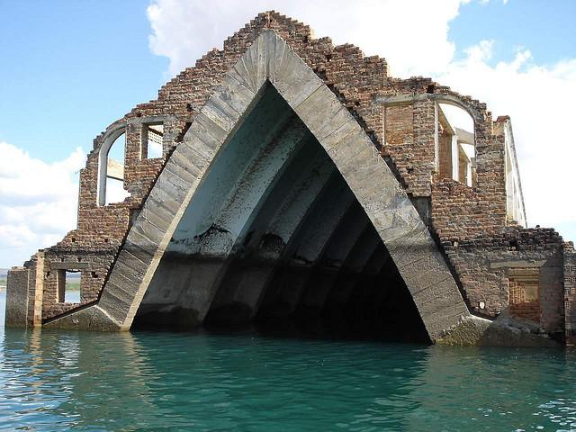 Ruins_Petrolandia_Andre Estima