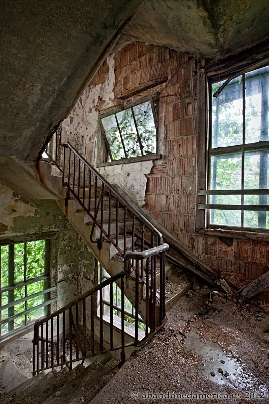 Stairs_decayed_Christopher