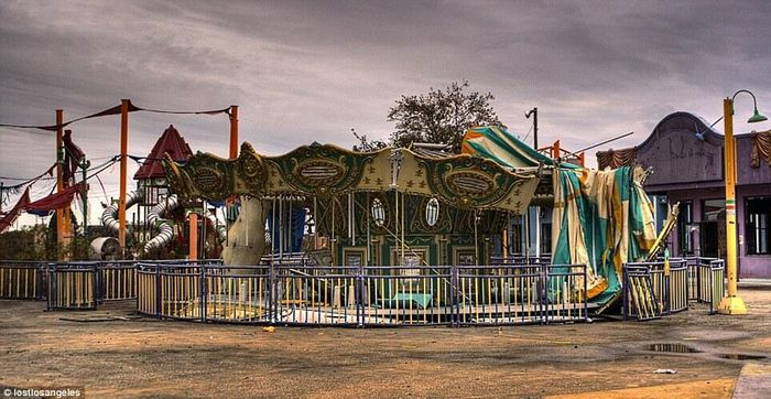 Carousel_NewOrleans_abandoned