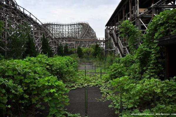 Abandoned-japanese-amusementpark