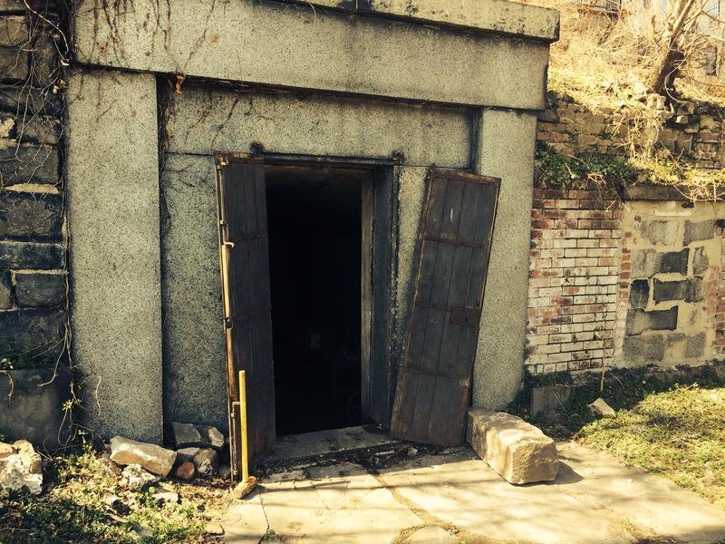 JerseyCity_cemetery_door