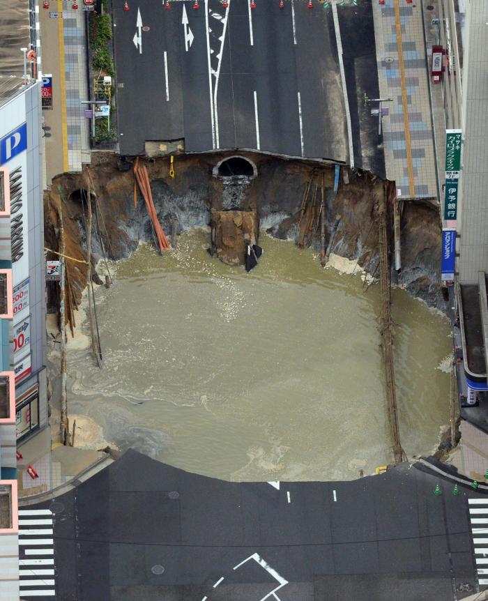 Sinkhole_Japan