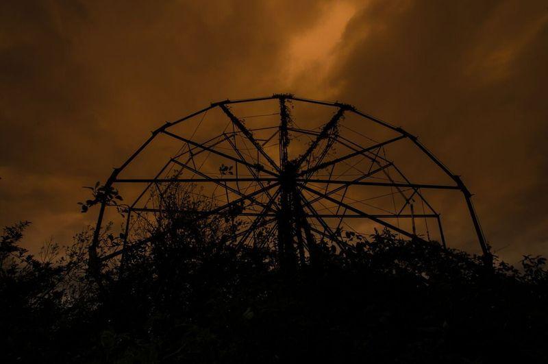 Amusement park_Lawless_wheel in the sky